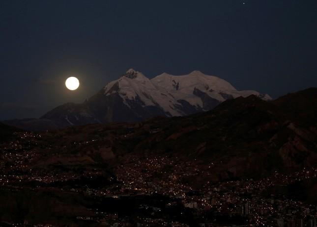 Längste totale Mondfinsternis des Jahrhunderts
