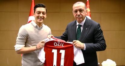 Germany star Özil defends meeting Erdoğan