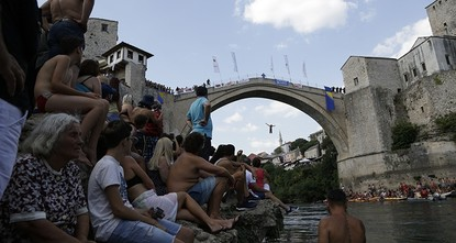 Bosnians keep up tradition with high-dive plunge off Mostar bridge