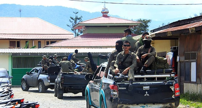 Indonesian Mobile Brigade Police head to Nduga, where 31 construction workers are believed to have been shot dead, from Wamena on Dec. 4, 2018. (AFP Photo)