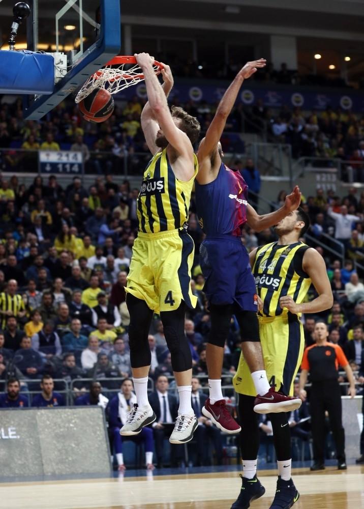 Fenerbahu00e7e Dou011fuu015f defeated Barcelona Lassa in Turkish Airlines EuroLeague's 20th week.