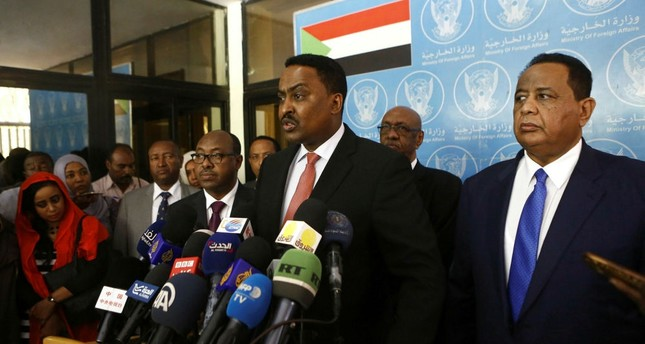 Sudanese Foreign Minister Ibrahim Ghandour (R) and his Ethiopian counterpart Workneh Gebeyehu (C) at a press conference, Khartoum, Sudan, Jan. 14.