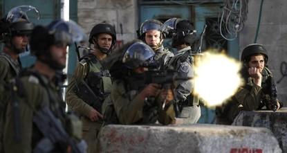 الجيش الإسرائيلي يصيب 14 فلسطينيا في مواجهات قرب رام الله