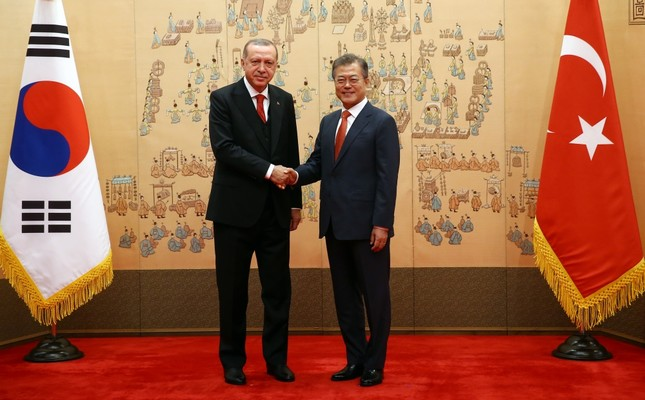 President Erdoğan (L) met South Korean President Moon (R) at the presidential palace, Seoul, May 2.