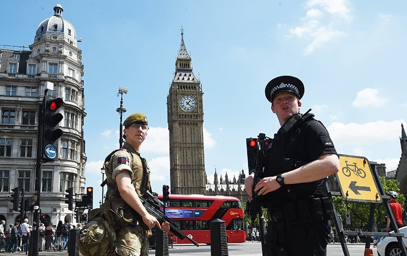 British Army soldiers stand on guard by the Houses of Parliament in London, Britain, 25 May 2017 (EPA File Photo)