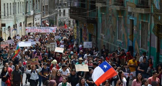 رئيس تشيلي يطالب الوزراء بالاستقالة لتشكيل حكومة تلبي مطالب الشعب
