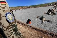 Angesichts der militärischen Eskalation im Nordirak hat die Bundeswehr ihre Ausbildungsmission in der Region unterbrochen.  Die Ausbildung der kurdischen Peschmerga sei aus Schutzgründen für die...