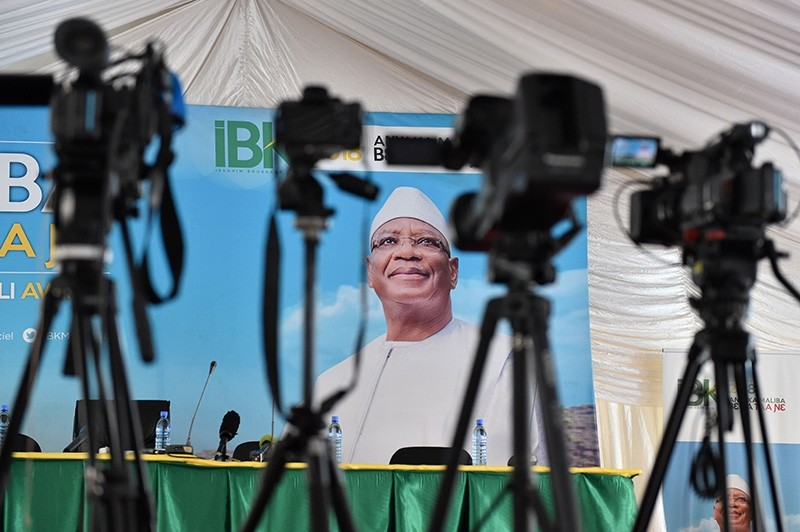 Cameras are set up in front of a campaign poster of Malian President Ibrahim Boubacar Keita ahead of a press conference of his campaign team on July 30, 2018 in Bamako. (AFP Photo)