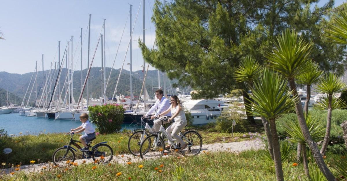 Located in the southern city of Muu011fla, Gu00f6cek offers a tranquil getaway.