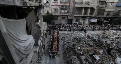 a href=http://sabahdai.ly/L80FeQ Syrian neighborhood comes together for iftar meal amid ruins haberi için lütfen tıklayın... /a