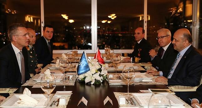 وزير الدفاع التركي: على أوروبا رفض طلبات لجوء العسكريين المنتسبين إلى منظمة غولن إلإرهابية
