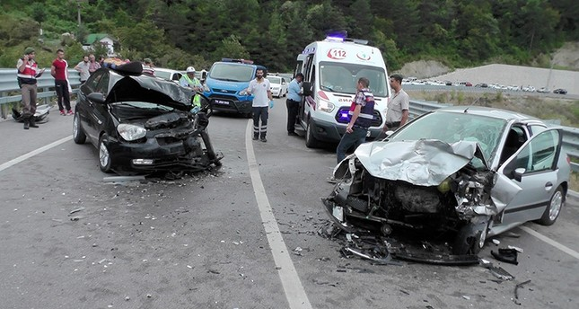 Gendarmerie officers inspect an accident scene near the town of Amasra in northern Bartın province, September 1, 2017. (IHA Photo)