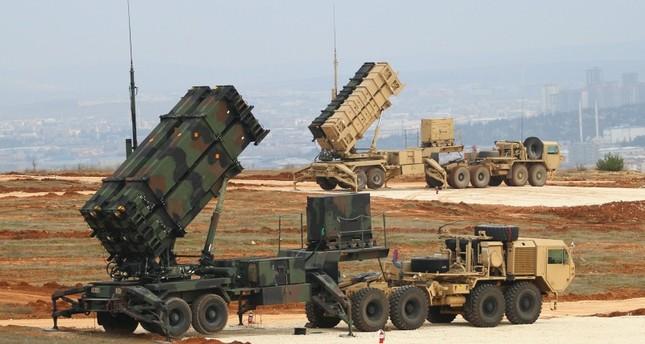منظومة الدفاع الصاروخي الأمريكية باتريوت أثناء نشرها في إحدى الوحدات العسكرية جنويي تركيا قبل سحبها عام 2015  (وكالة الأناضول للأنباء)