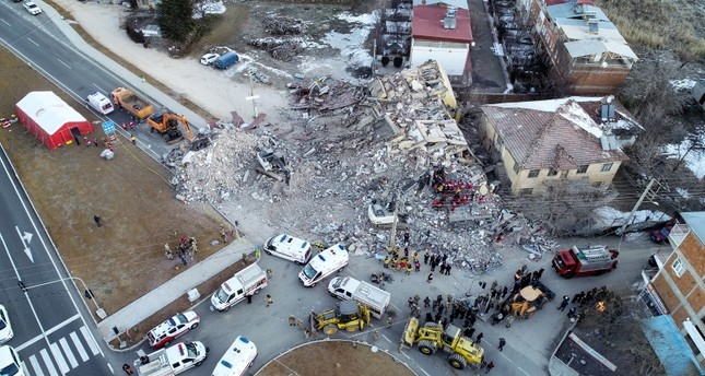 Rescue crews look for survivors at the rubble of a collapsed building in Elazığ city center, on Jan. 25, 2020. AA Photo