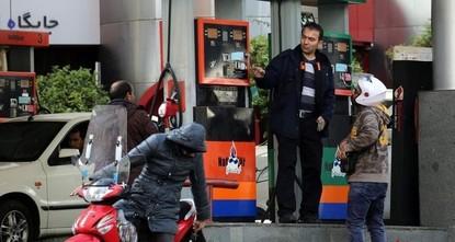 إيرانيون يتظاهرون في الشوارع احتجاجاً على زيادة كبيرة في أسعار الوقود
