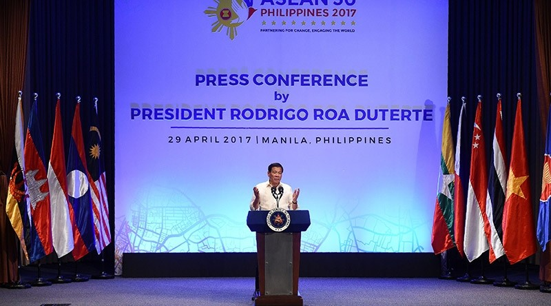 Philippines' President Rodrigo Duterte gestures as he speaks during a press conference at the end of Association of Souteast Asian Nations (ASEAN) leaders' summit in Manila on April 29, 2017 (AFP Photo)