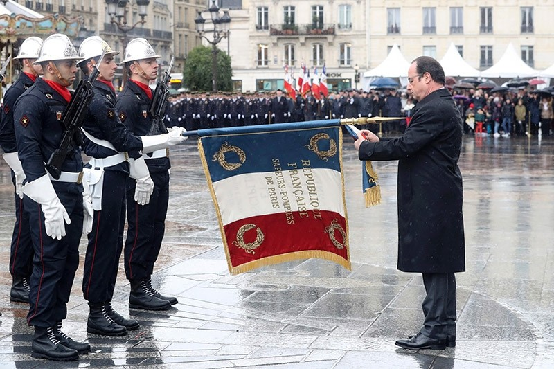 French President Franu00e7ois Hollande (1st-R) attends the 50th anniversary celebrations of the establishment of the Paris fire brigade (corps des Sapeurs-pompiers) in Paris on March 4, 2017. (AFP Photo)