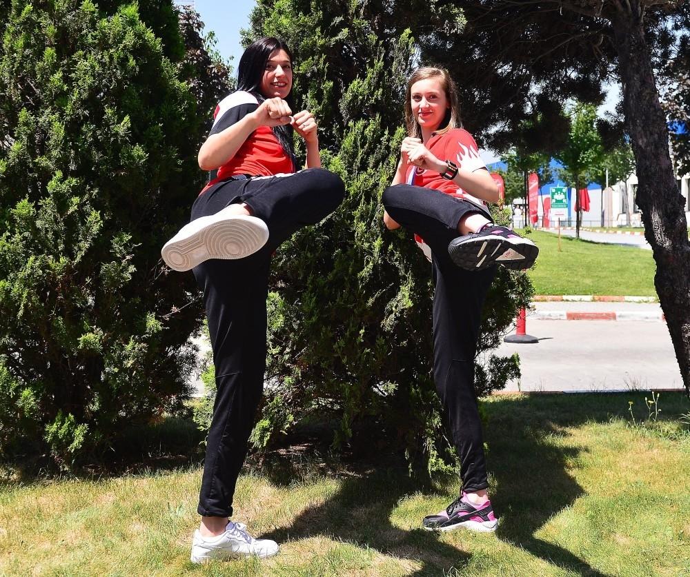 The gold medal winners at the 2017 World Taekwondo Championships, Nur Tatar Askari (L) and Zeliha Au011fru0131s pose together.
