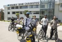 على دراجة هوائية.. طالب سنغالي يبدأ جولة في عموم تركيا