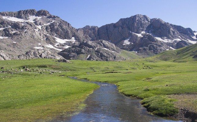 Kepır Plateau waits for visitors with its green meadows and clear streams.