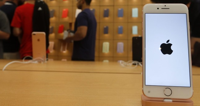 Apple investigating report of iPhone 7 catching fire