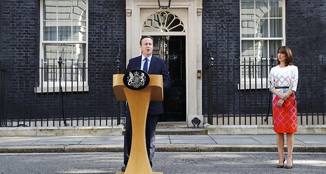 Britain's Prime Minister David Cameron speaks after Britain voted to leave the European Union, outside Number 10 Downing Street as his wife Samantha looks on in London, Britain June 24, 2016. (Reuters Photo)
