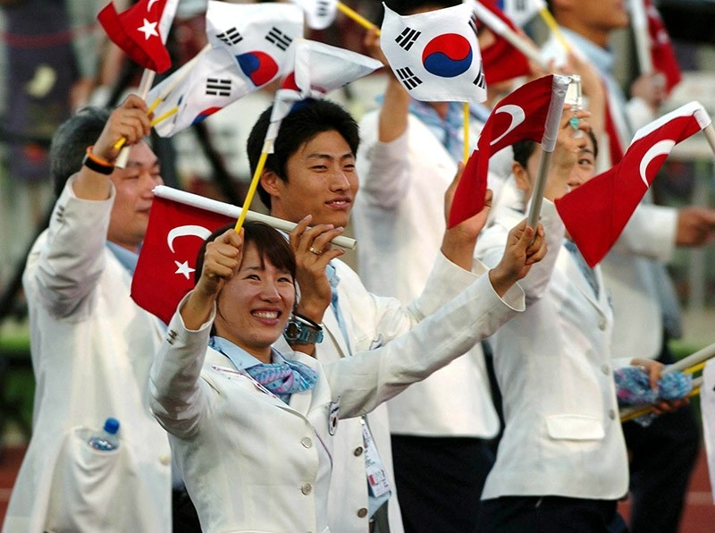 South Korean delegation waves at spectators during the opening ceremony of Universiade University Olympic Games in Izmir, on  Aug. 11, 2005. (AA Photo)