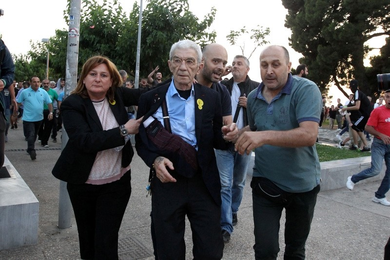 Mayor of Thessaloniki, Yiannis Boutaris (C), 75-years-old, is aided after being attacked by a mob of far-right during Remembrance Day in the city of Thessaloniki, northern Greece, May 19, 2018. (EPA Photo)