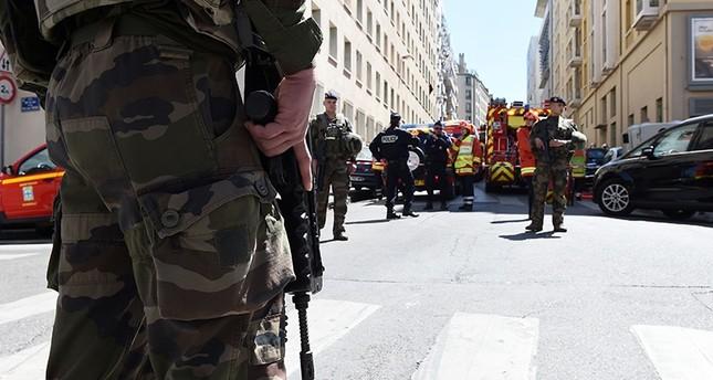 السلطات الفرنسية توقف شخصين كانا يخططان لعمل إرهابي عشية الانتخابات الرئاسية