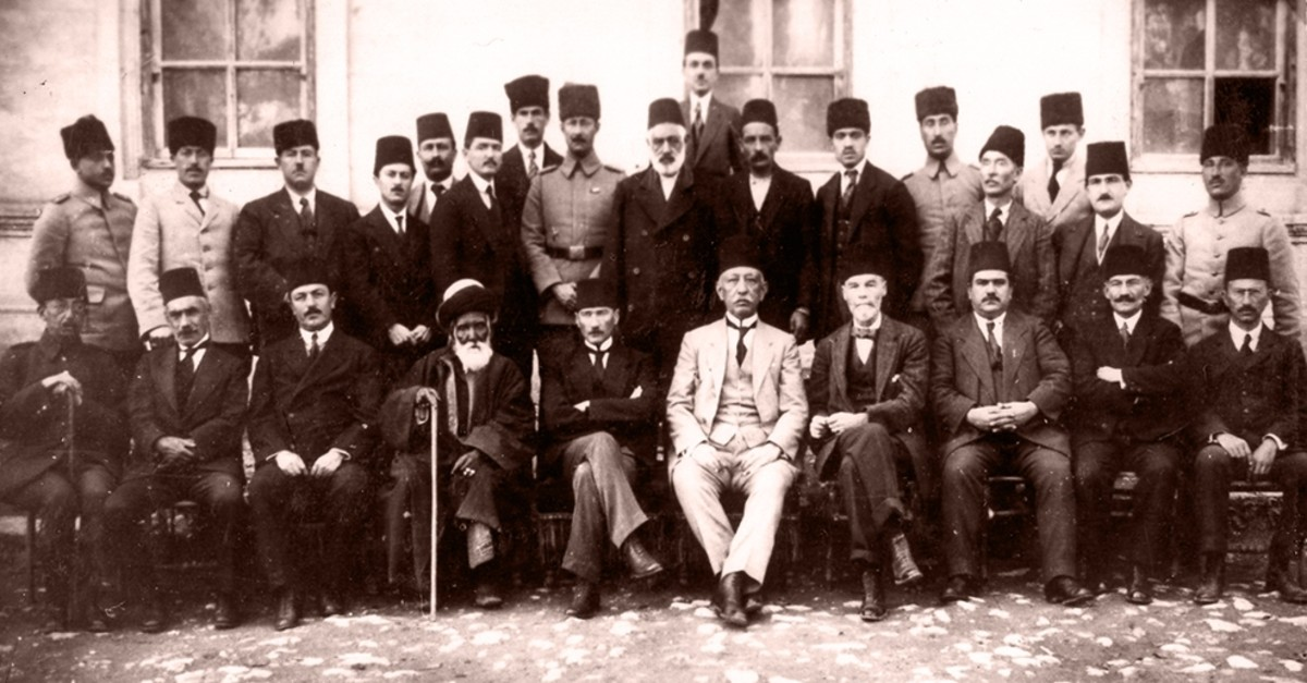 Mustafa Kemal Atatu00fcrk and delegates pose for a photo on the sidelines of the Sivas Congress in this undated photo.