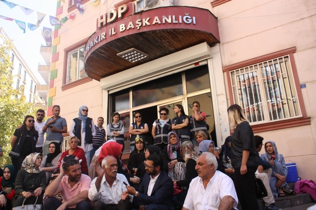 Grieving Kurdish families speak out against luxury lifestyles of HDP leaders' families