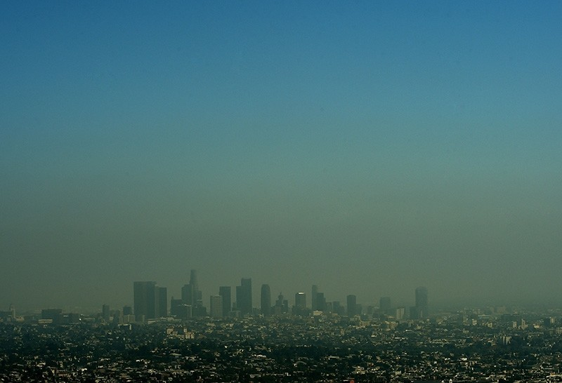 This file photo taken on May 31, 2015 shows a view of the Los Angeles city skyline as heavy smog shrouds the city in California. (AFP Photo)