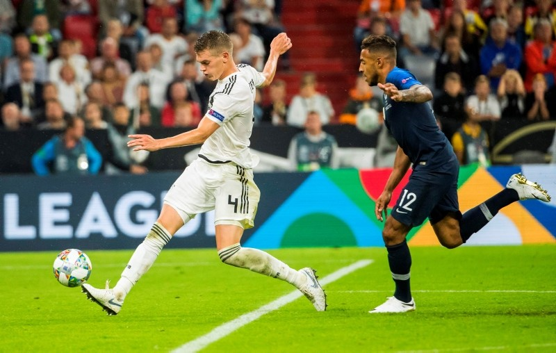Germany's defender Matthias Ginter (L) is chased by France's midfielder Corentin Tolisso (R) during the UEFA Nations League football match Germany against France on September 6, 2018 at the Allianz Arena in Munich, southern Germany. (AFP Photo)