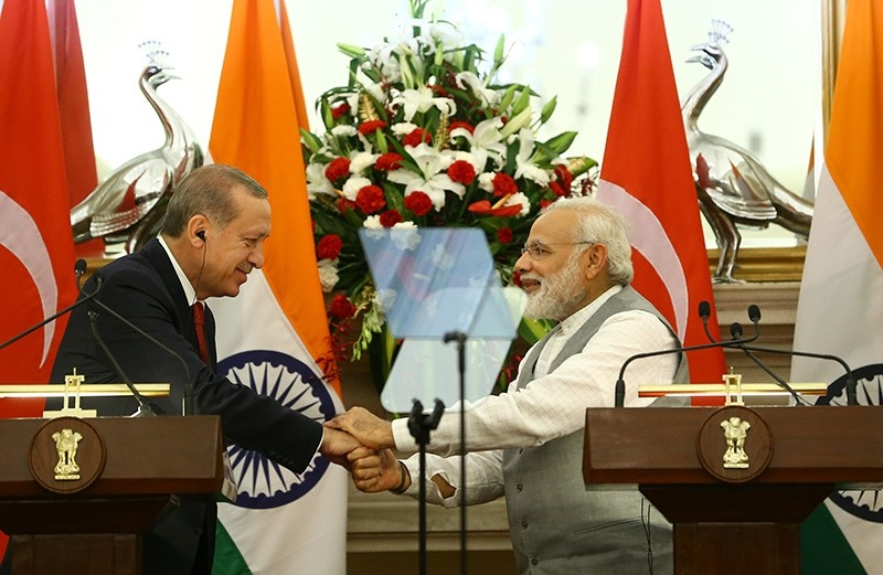 President Recep Tayyip Erdou011fan and Indian Prime Minister Narendra Modi shake hands during a joint press conference in New Delhi, India, on May 1, 2017. (AA Photo)