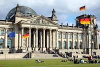 Der Deutsche Bundestag hat offenbar jahrelang mehr als hundert Mitarbeitern keine Sozialversicherungsbeiträge bezahlt. Die Mitarbeiter in der Öffentlichkeitsarbeit und beim Besucherdienst seien...