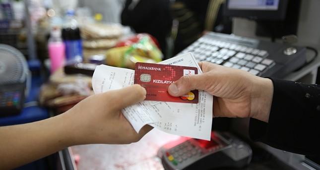 أكثر من 1.3 مليون لاجئ يستفيدون من بطاقات الهلال الأحمر التركي