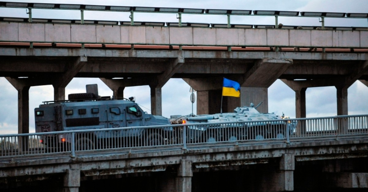 Kiev police conducts a special operation at Kiev's metro system bridge on September 18, 2019, following an incident with an armed man. (AFP Photo)