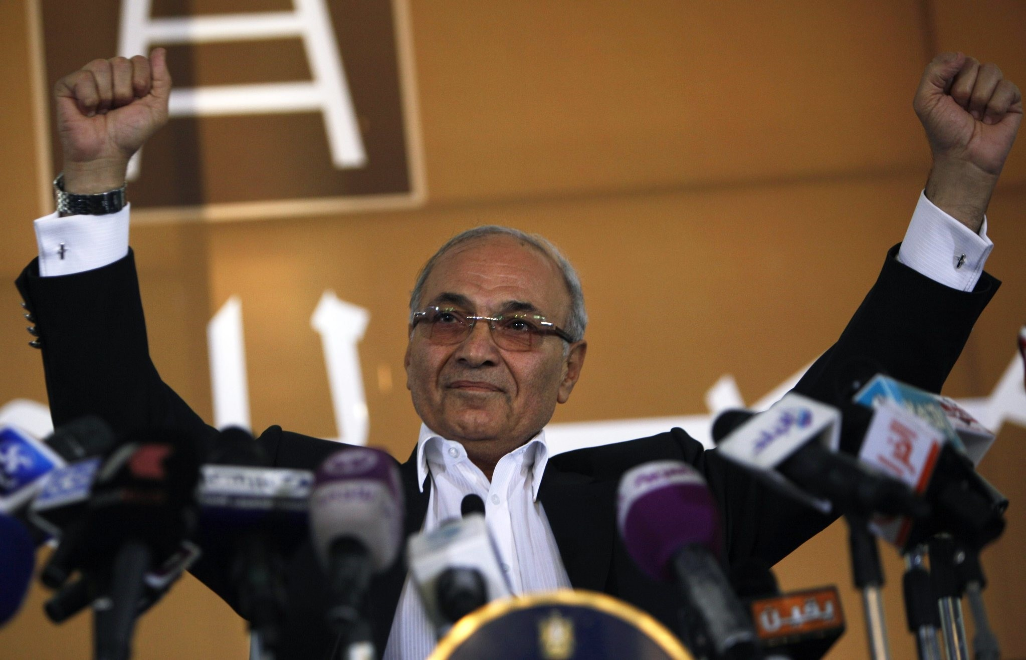 Egyptian presidential candidate Ahmed Shafiq addresses his supporters during an election rally in Cairo, Egypt, Thursday, June 14, 2012. (AP Photo)