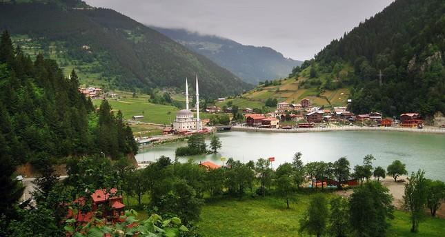 الطبيعة الخلابة تخطف ألباب السياح العرب إلى بحيرة أوزونغول التركية