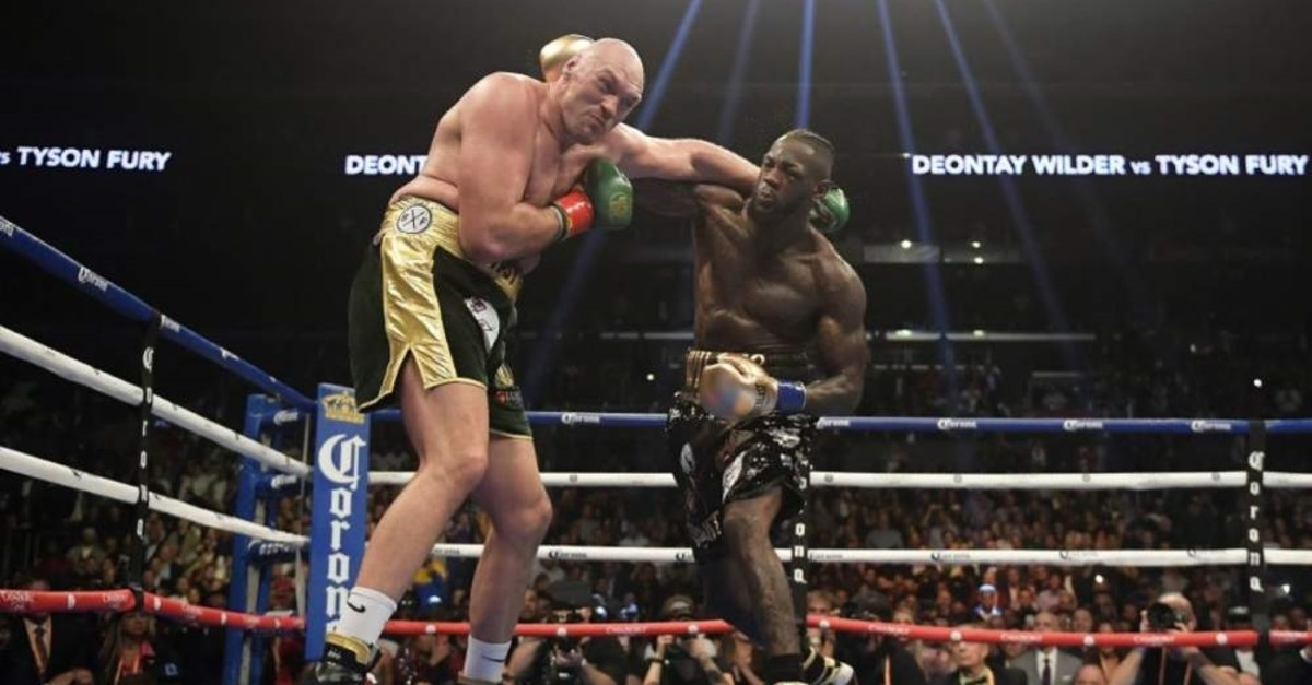Deontay Wilder (R) connects with Tyson Fury during a WBC heavyweight boxing match in Los Angeles, Dec. 1, 2018. (AP Photo)