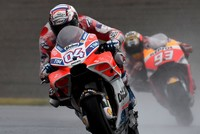 Dovizioso wins Japan thriller to cut Marquez lead