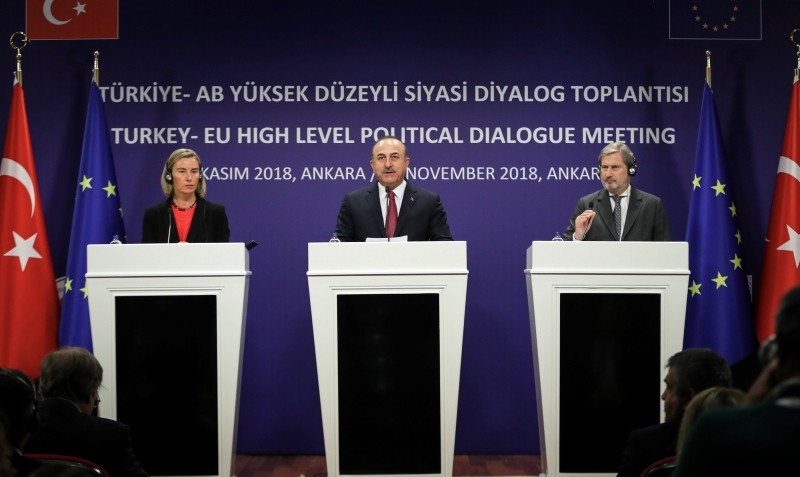 Foreign Minister Mevlu00fct u00c7avuu015fou011flu (C), EU Foreign Chief Federica Mogherini (L) and EU Enlargement Commissioner Johannes Hahn attend a joint press conference after a meeting in Ankara, Nov. 22, 2018. (AA Photo)