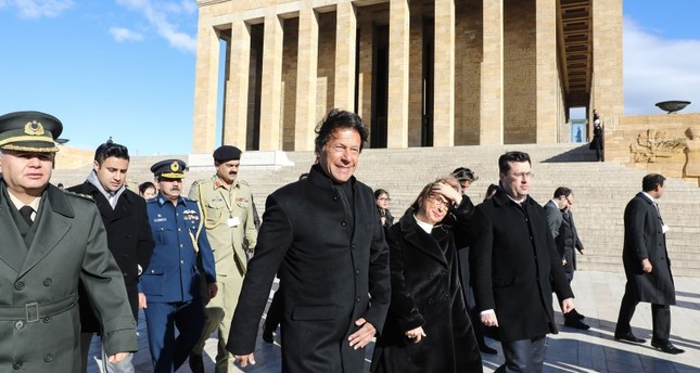 Pakistan Prime Minister Imran Khan (C) visits Anıtkabir, the mausoleum of Turkish Republic's founder Mustafa Kemal Atatürk, as part of an official state visit in Ankara on January 4, 2019. (AFP Photo)