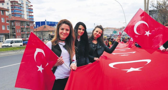 A large crowd of 'yes' supporters greeted President Recep Tayyip Erdoğan in Ankara on Monday evening.