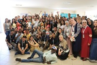 Young people from different countries together to learn Turkish