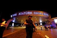 Der türkische Präsident Recep Tayyip Erdoğan verurteilte die Terroranschläge auf den Istanbuler Flughafen Atatürk am Dienstagabend, bei denen mindestens 41 Menschen getötet und 147 verletzt wurden....