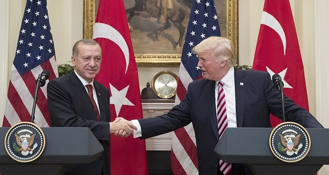 Recep Tayyip Erdoğan (L) shakes hands with U.S. President Donald Trump in the Roosevelt Room where they issued a joint statement following their meeting at the White House in Washington, DC, USA, 16 May 2017 (EPA Photo)