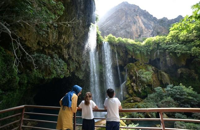 Turkey's Yerköprü Waterfall becomes major summer tourist draw