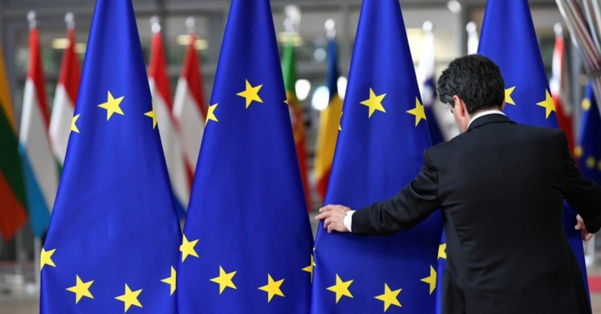 A staff member sets up European Union flags ahead of an EU leaders summit after European Parliament elections to discuss who should run the EU executive for the next five years, in Brussels, Belgium, May 28, 2019. (Reuters Photo)