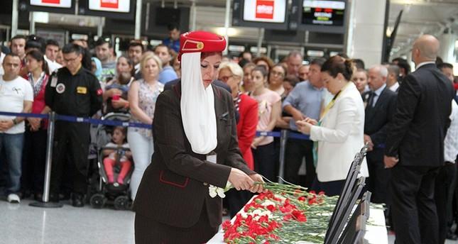 في المطار..تأبين وتلاوة للقرآن الكريم على أرواح ضحايا هجوم داعش